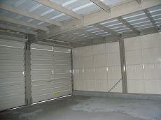 ガレージ内部 土間コンクリート打ち